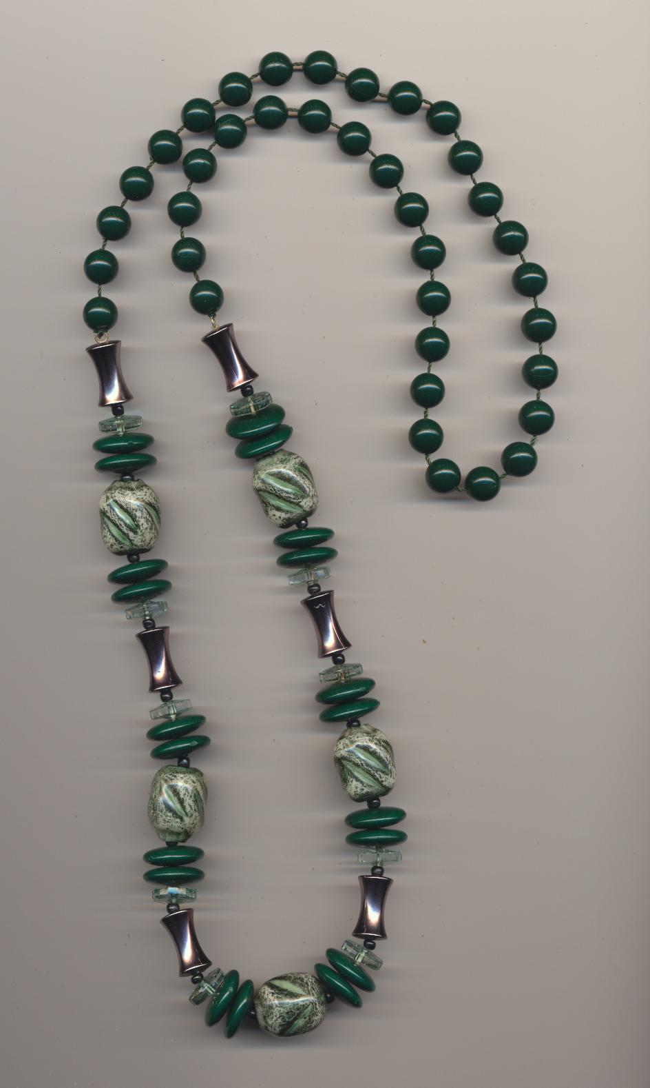 up shamrock on green necklace beads neckless light