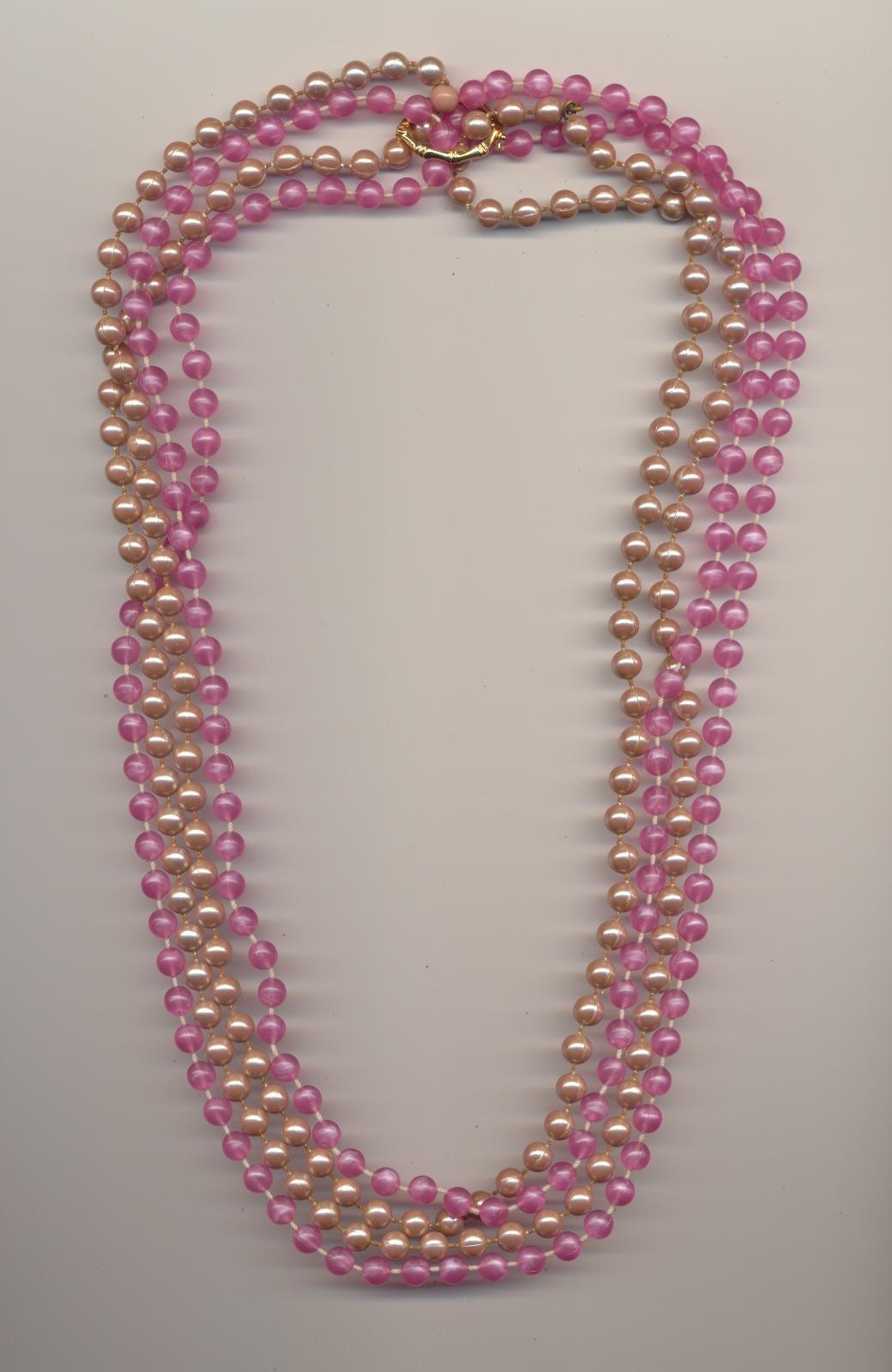 https://www.choosing-bead-necklaces.com/images/making/12_necklace_your_own_creations_four_strands,_pearl_shortener,_two_necklaces.jpg